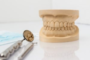 teeth mold with dental mirror
