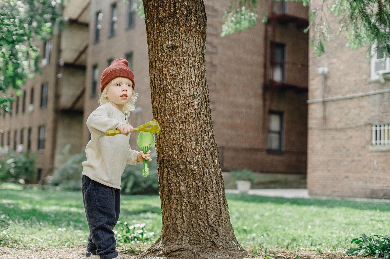 yard child playing