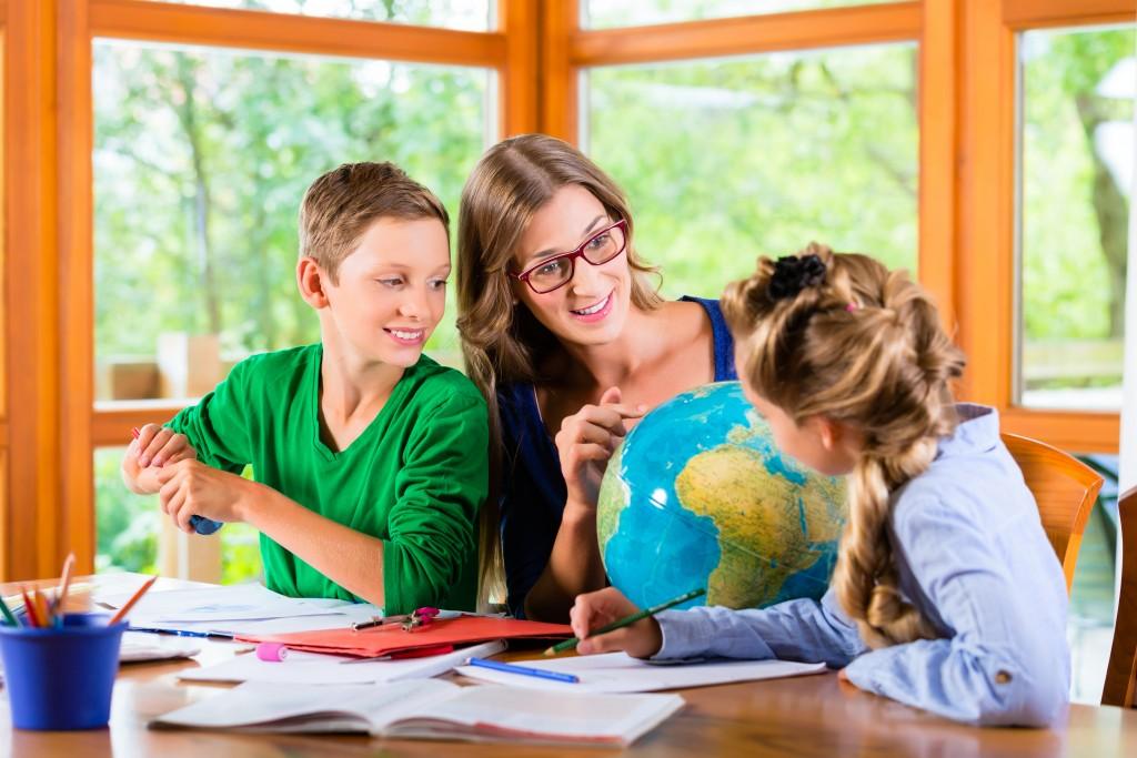 woman home schooling kids