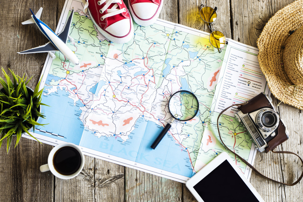 map and travel itemas